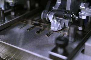 Auftragschweißen von Goldkontaktpunkten © Fraunhofer IPT