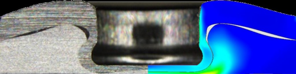 Abbildung5:Flach-Clinch-Klebverbindung: Gegenüberstellung Experiment und Simulation (Oberblech DC04, t=1,0 mm; Unterblech ENAW1050A t=1,5mm; Klebstoffschichtdicke 75µm; Stempeldurchmesser 5mm; Restbodendicke 0,35mm)