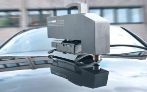 Bild 2Die optische 3D-Oberflächeninspektion eignet sich sowohl für den Labor- als auch den anspruchsvollen Industrieeinsatz, z.B. in der Automobilindustrie zur Kontrolle des Lackerscheinungsbildes. (Foto: NanoFocus)
