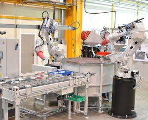Der Surf-Finisher ist mit zwei Robotern ausgestattet, die parallel arbeiten. (Fotos: Rösler Oberflächentechnik GmbH)