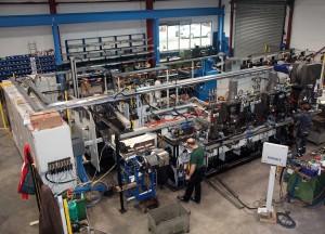Typisches Beispiel für den Schmale-Baukasten: Die Warmumformungsan- lage fertigt bis zu 1,5 kg schwere Biegeteile aus einen 24-mm-Stahldraht. (Fotohinweis: Schmale Maschinenbau)