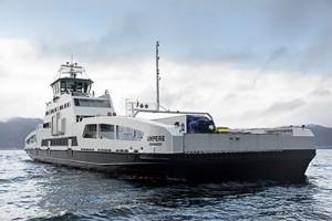 Die von Siemens in Kooperation mit dem Schiffbauer Fjellstrand ausgestattete weltweit erste elektrische Auto- und Passagierfähre wurde in Betrieb genommen. Mit ihren drei Batteriepaketen, eines an Bord und eines in jedem Hafen, fährt sie vollständig emissionsfrei.