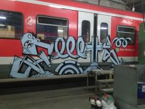 Bild 3: Mit tutoPROM® beschichtete Züge vor und nach der Entfernung der Graffities