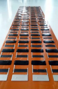 © Foto Fraunhofer IWS Dresden Gedruckter TEG (Thermoelektrischer Generator) aus p- und n-leitendem Polymer und Silberkontaktierung