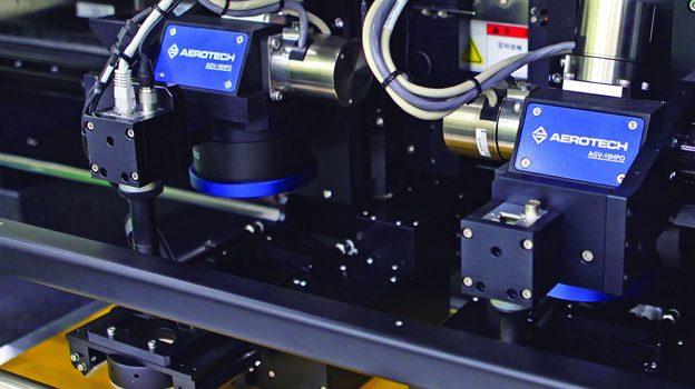 Mit der innovativen Bewegungssteuerung A3200 von Aerotech wird hochpräzises Laser-Mikrobohren optimiert