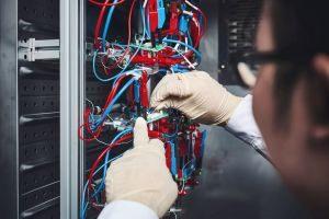 Ein Forscherteam am KIT erklärt bislang unverstandene Degradationsmechanismen im Kathodenmaterial für zukünftige Hochenergie-Lithium-Ionen-Batterien.