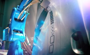 Robotergestützter Inkjetdruck auf 3D-Oberflächen am Fraunhofer ENAS