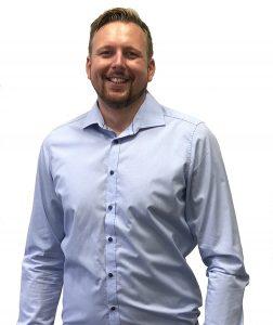 """Bild 3:Christian Pöschke, Senior Project Manager Bereich Process Automation bei Rösberg: """"Um Projekte wie dieses in einem so kurzen Zeitrahmen erfolgreich bearbeiten können, ziehen wir Kollegen von anderen Standorten mit den jeweils benötigten Kompetenzen dank modernster Medientechnik kostengünstig hinzu."""" (Quelle: Rösberg)"""