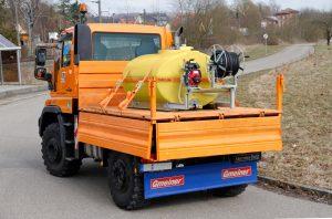 Bild 1: Erfolgsidee mit Potential: schwere hölzerne Traubenbütten und Transportfässer wurden durch leichtere und widerstandsfähigere Modelle aus Kunststoff ersetzt (Urheber: CEMO)