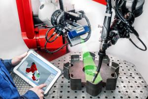 Neue kognitive, also wahrnehmende, Funktionen helfen Robotern, sich künftig selbst zu optimieren. (Quelle: Fraunhofer IPA/Foto: Rainer Bez)