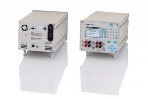 Bild 2: Ein übersichtliches Bedienfeld, drei Kommunikationsports und 230 bzw. 115 VAC Netzanschluss erlauben den flexiblen Einsatz (Urheber: burster)