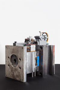 © Fraunhofer IPK/Andy King Das Team des Fraunhofer IPK entwickelte dieses Spritzgusswerkzeug zur Replikation von Musterbauteilen aus Polyhydroxybuttersäure. Herunterladen