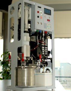 © Fraunhofer IFAM TRL5-Demonstrator eines Stromgenerators mit eingelegter POWERPASTE-Kartusche und 100 W-PEM-Brennstoffzelle.