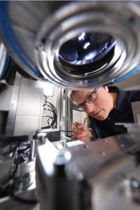 EVOSYS liefert Systemtechnik und Prozess-Know-how für das Laserschweißen von Kunststoffen