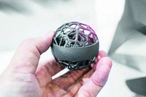 Die additive Fertigung – oder auch 3D-Druck – bietet Entwicklern die Freiheit, Formen zu kreieren, die mit konventionellen Fertigungsmethoden nur schwer hergestellt werden können