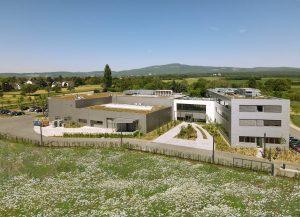 Das neue Panacol-Gebäude mit Produktionshalle sowie Labor- und Bürotrakt (Foto: Panacol)