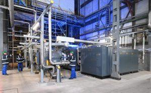 Die Druckluft wird bei OQ Chemicals neuerdings von drei ZH+-Turbokompressoren von Atlas Copco erzeugt. Drei Drehtrommeltrockner (links im Bild) bereiten die Druckluft zu höchster Qualität auf. (Bilder: Atlas Copco/Henning Scheffen)