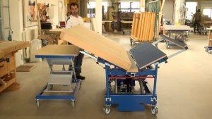 Der wendoLIFT kippt das Werkstück mittels Hydraulik nach innen, sodass es nicht nach außen fallen kann und ohne eine zusätzliche Fixierung auskommt. Quelle: Barth GmbH