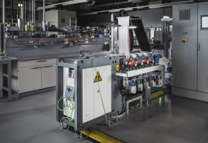 © Fraunhofer IWS Dresden DRYtraec®-Anlagen benötigen keine langen Trocknungsstrecken und nehmen daher deutlich weniger Platz ein als herkömmliche Anlagen zur Herstellung von Batterieelektroden.